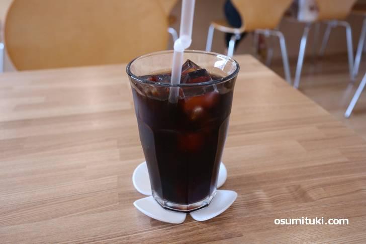 アイスコーヒーは中煎りでスッキリした味わいです