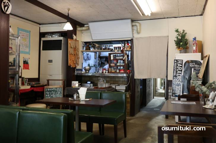 内装は4月末に閉店した千成食堂そのままです