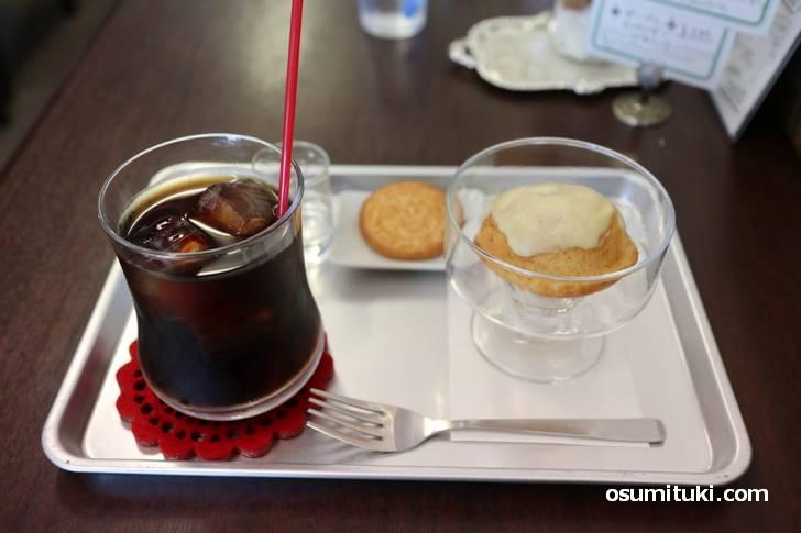 アイスコーヒーとレモンケーキ、昭和っぽい組み合わせです