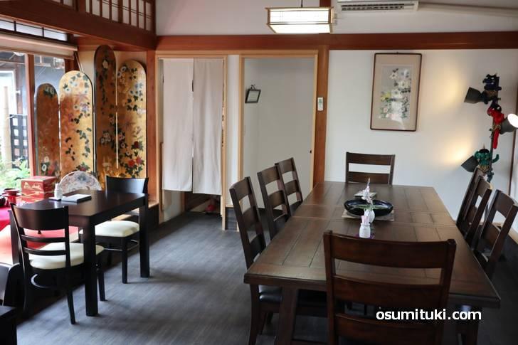 田園地帯の古民家の離れを改装したカフェ