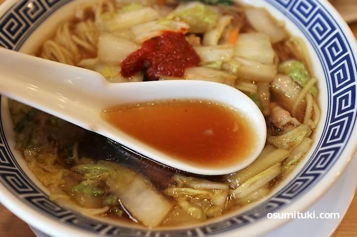 スープは醤油味、この時点でタンメンではありません
