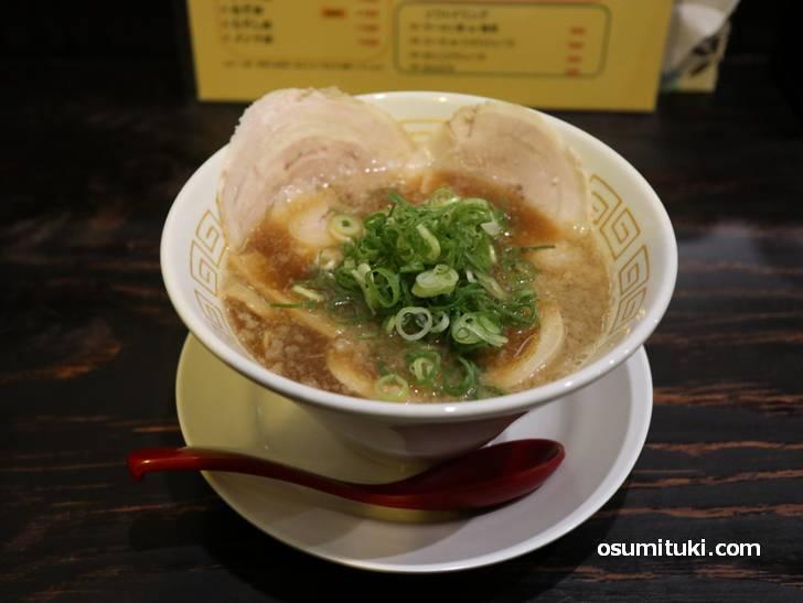 京都・祇園「食酒房まる魅」のラーメン