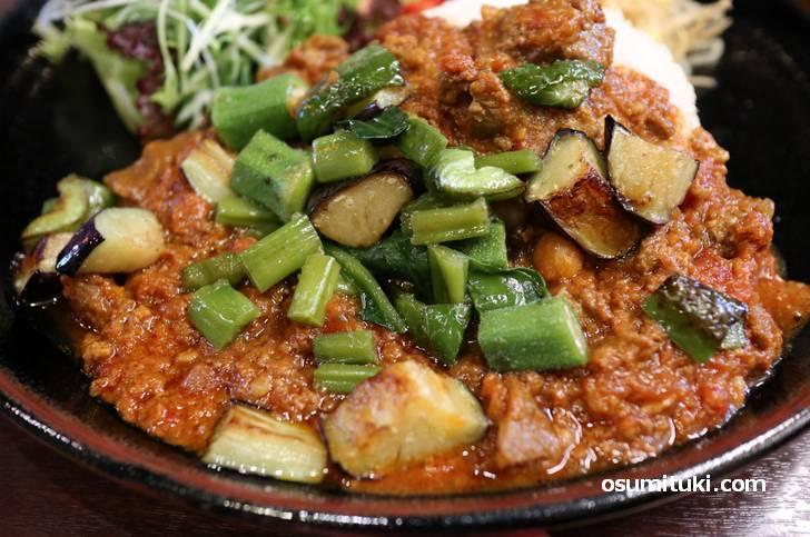 ナス、オクラ、大豆など野菜が美味しいカレーです