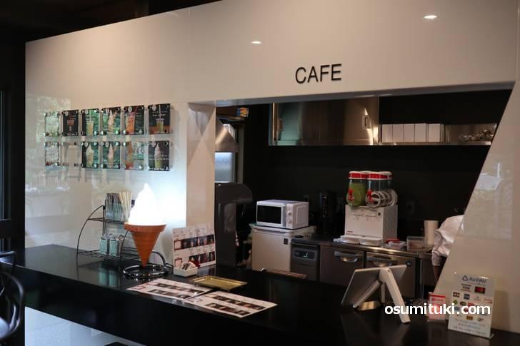 カフェが併設されており、クーラーも効いていて涼しいです