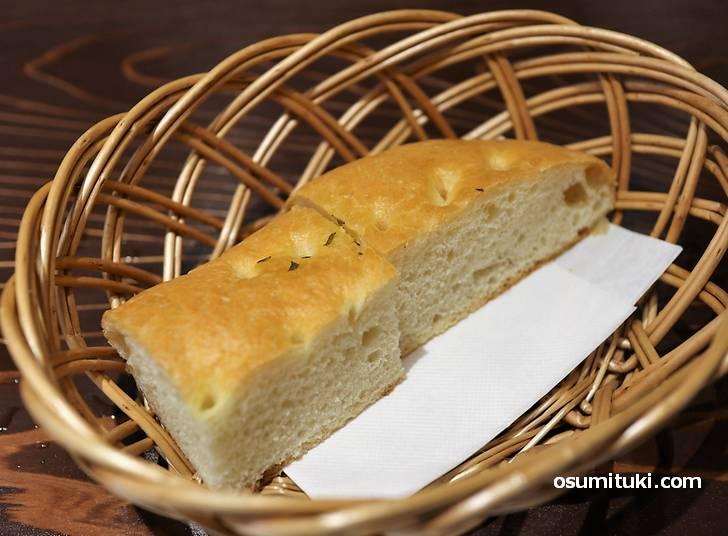 自家製パンもクセになる味わい