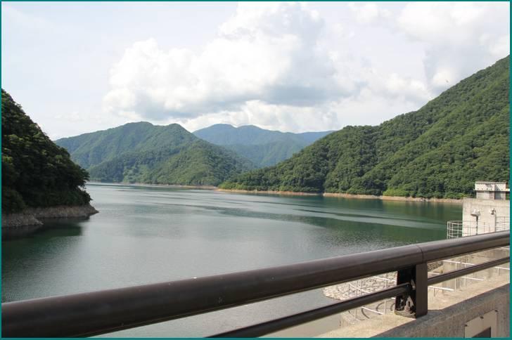 岐阜県の山奥にある「徳山湖」ここはポツンと一軒家の宝庫だった