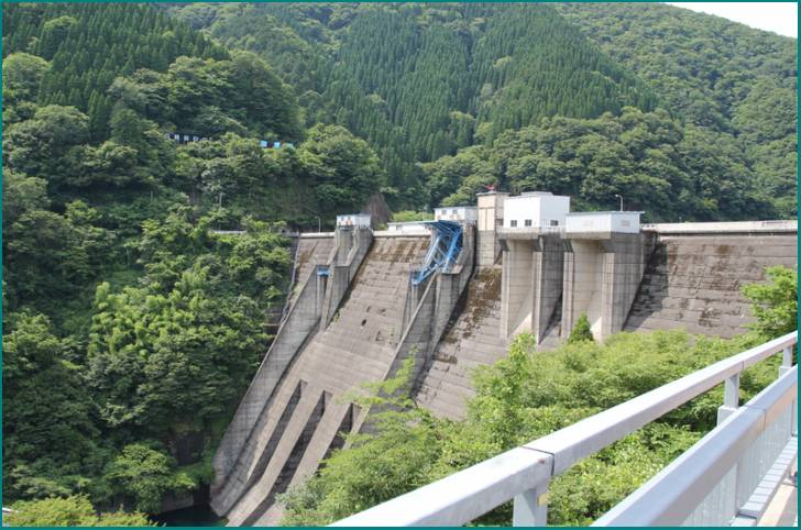 岐阜の山中には徳山ダム建設で水没した集落がある