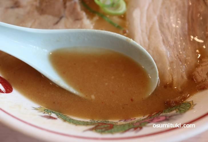 スープが濃いのは追い出汁をしているから?!