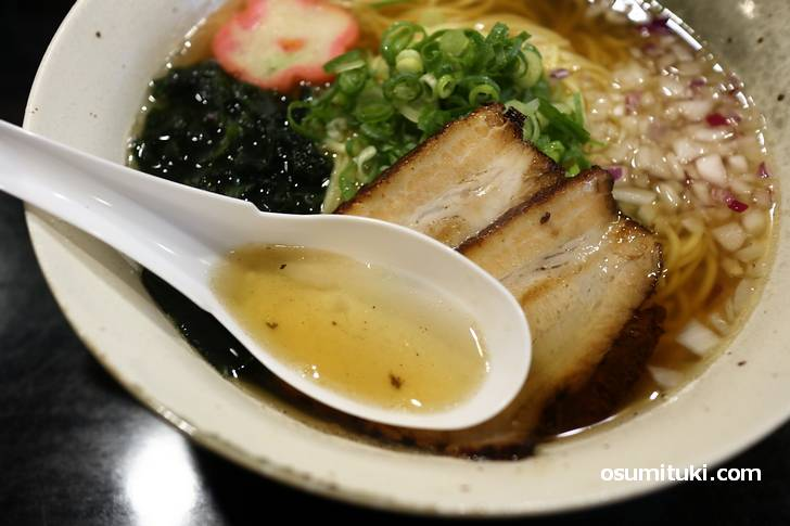 スープは「煮干し、鰹節、鶏ガラ少々」の濃厚魚介風味