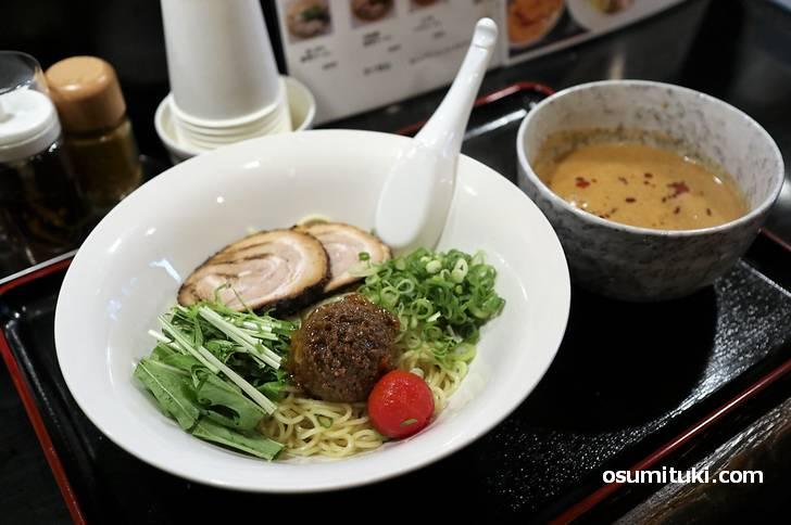 坦々つけ麺(700円)も濃厚ゴマスープにアッサリ麺で美味いです