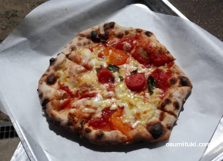ただし、ピザを焼く時は真顔になります