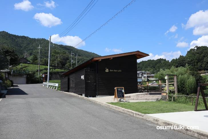 京都府景観資産登録第1号「石寺の茶畑」の目の前にあるカフェです(dan dan cafё)