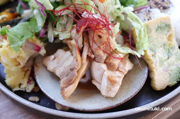 中華風豚バラきのこ、豆腐も一緒に炒めてあります