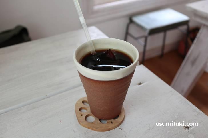 コーヒーは深煎りに見えますがスッキリと飲みやすい