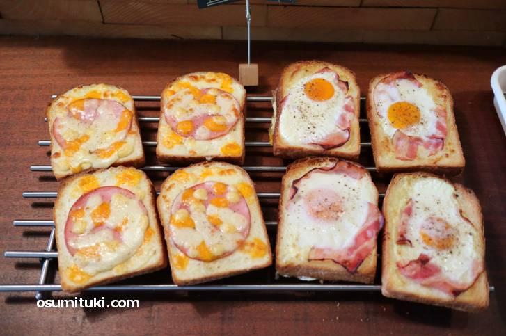 朝だったからか朝食っぽいパンがありました