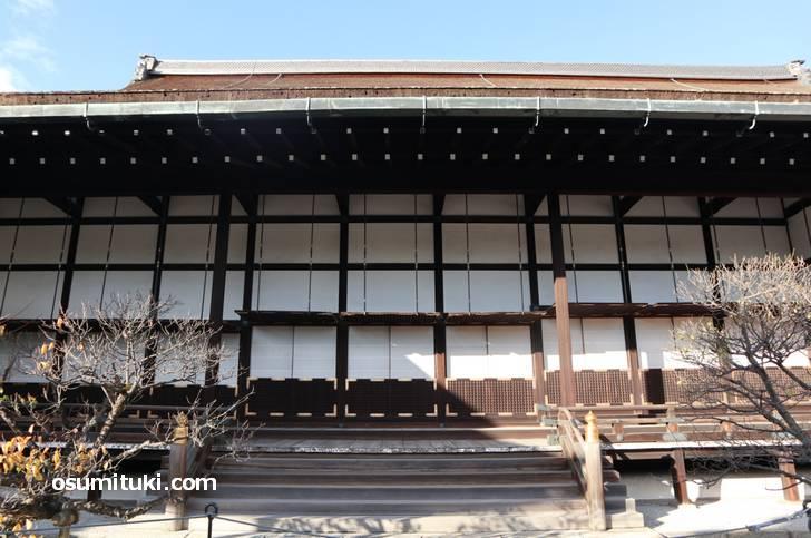 天正18年(1590年)から天皇の住まいとして使われた御常御殿(おつねごでん)