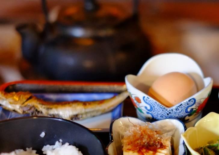朝獲れした卵でいただく卵かけご飯の朝食も人気