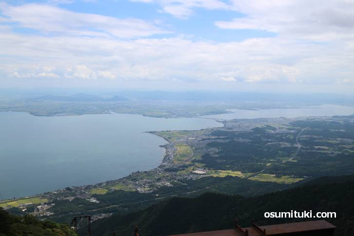 琵琶湖岸の住宅地では民家に謎のマークを入れる風習があるらしい