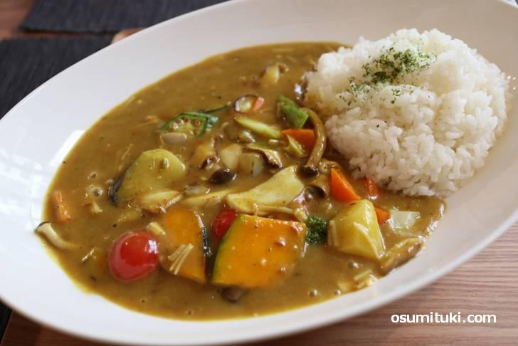 植物性カレーなのでアッサリ風味ですが野菜の味で食べるカレーです