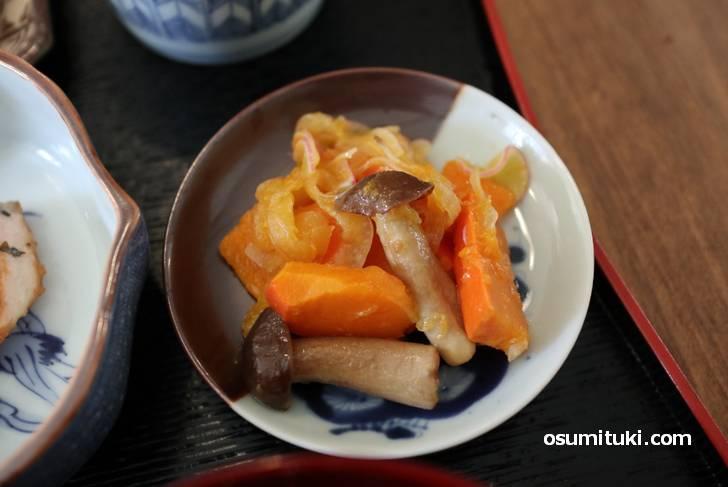 おばんざい(南瓜と赤玉葱としめじのマリネ)めっちゃ美味しいです