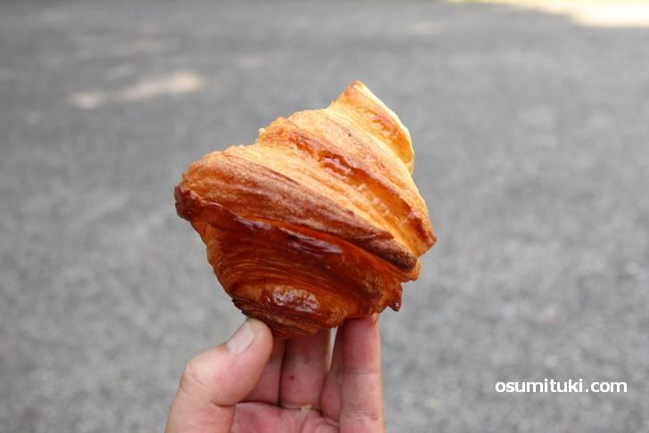 北海道産発酵バターをたっぷり使ったクロワッサン