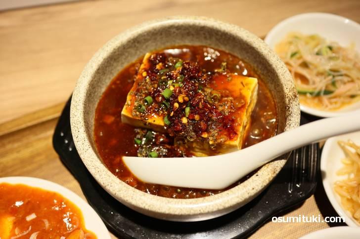 麻婆豆腐は結構辛めです
