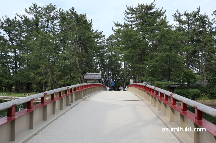 まさか、赤い橋は天橋立の「小天橋」では?!