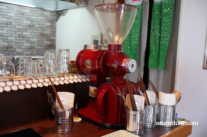 純喫茶好きとのことで富士ローヤルのコーヒーミルがありました