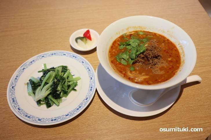 ランチセットの担々麺(1200円)