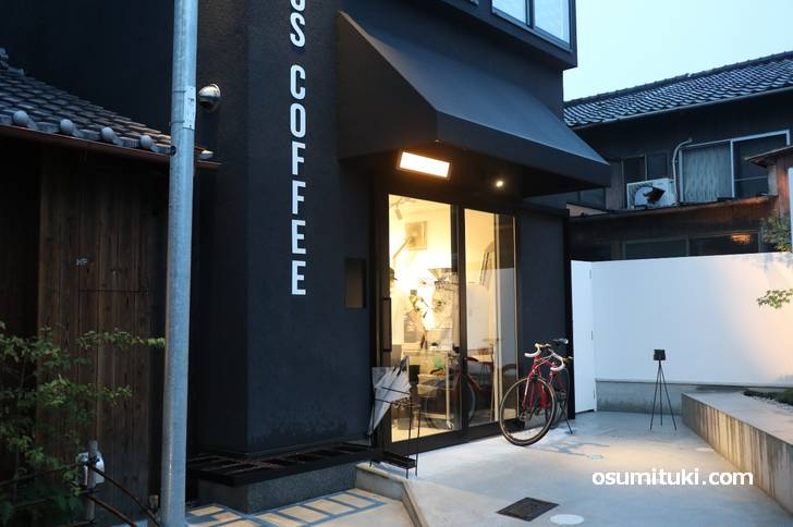 ABOUT US COFFEE roasters & supply (外観写真)