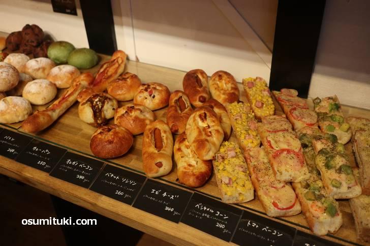 惣菜パンや食パンに焼き菓子などもありました