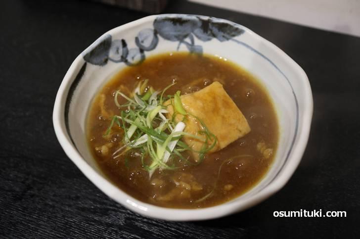 これが「豆腐屋さんで食べるカレーうどん 」です