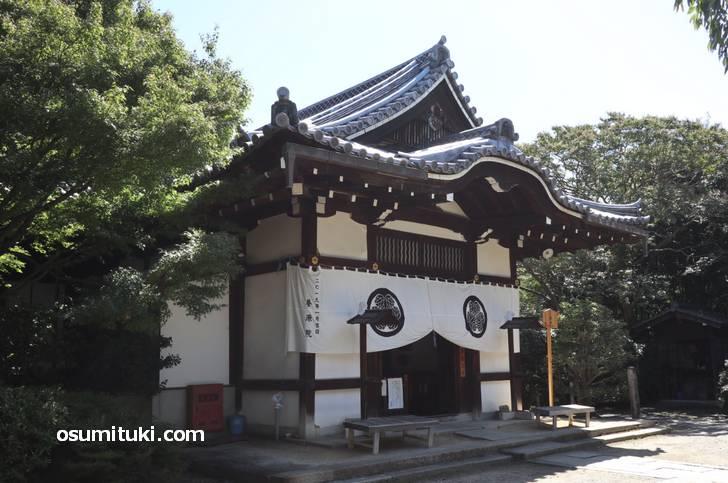 鳥居元忠の自刃した床のシミを見ることができる寺