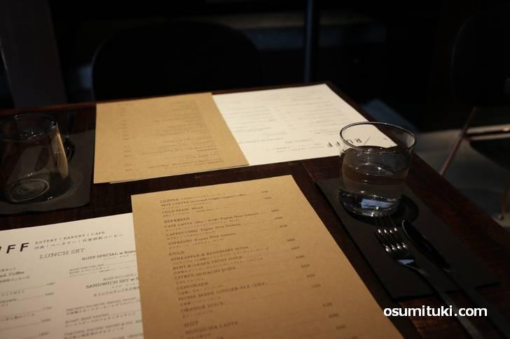 ランチは1400円~2600円まで、ハンバーグやコンフィにカツなどの洋食です