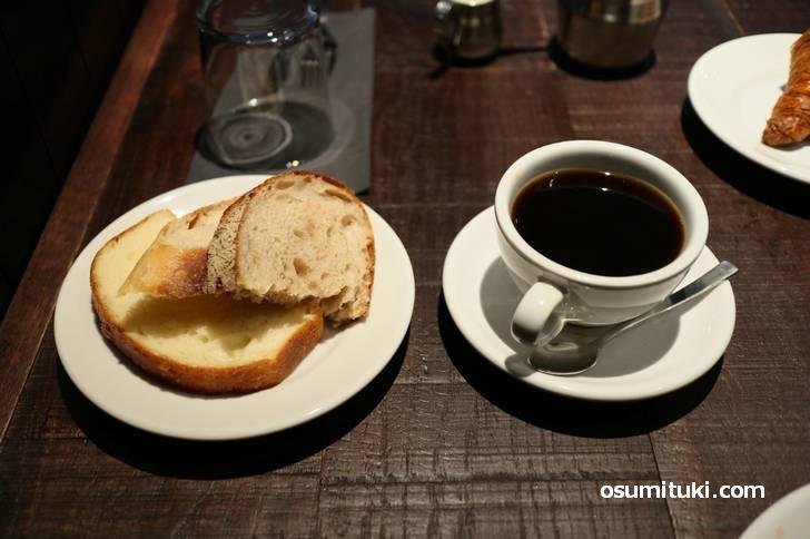 パンとコーヒーも付いてきます