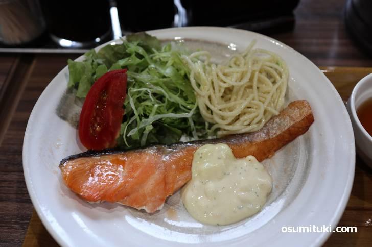 鮭のソテー(タルタルソース)