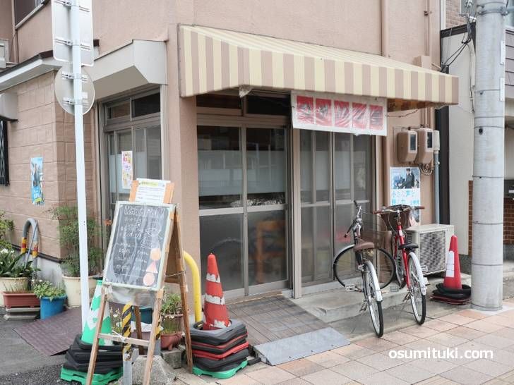 亀井商店(カタパン屋)は河原町通沿いにあります