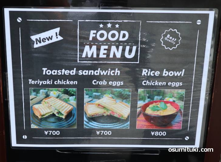 食事はトースト・サンドイッチや親子丼など