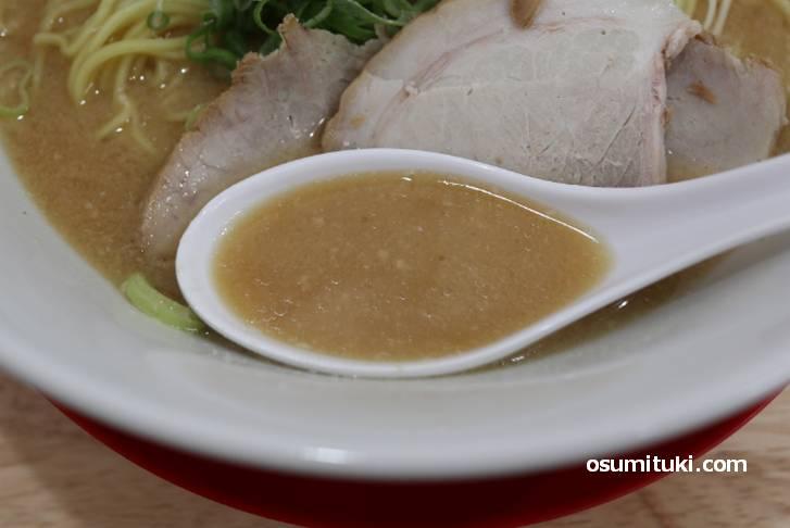 スープは酒粕の香りがクドくないので食べやすいです