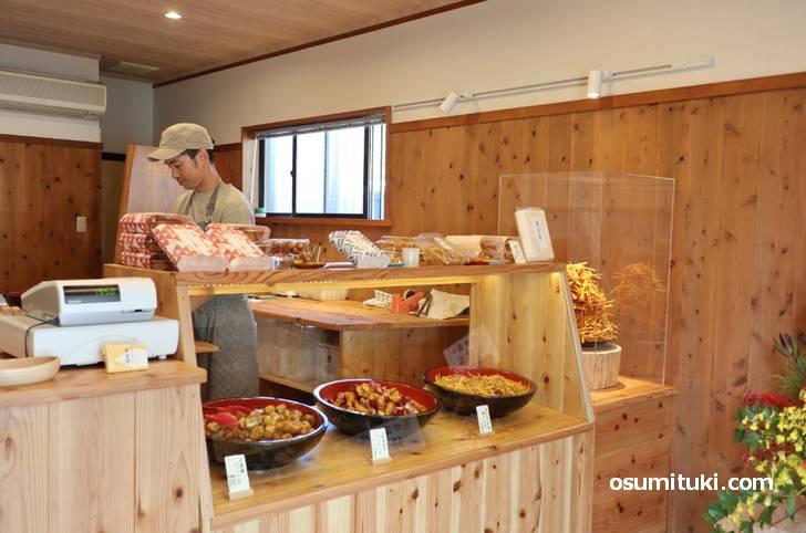 京甘藷さんは「生いもけんぴ、ひょうしぎ、べっこう芋」の専門店です