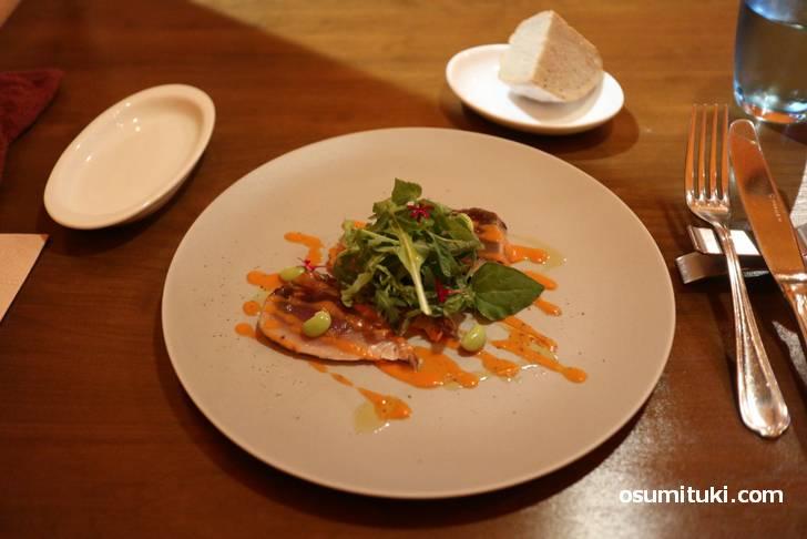 ランチの前菜(鰹、パン)