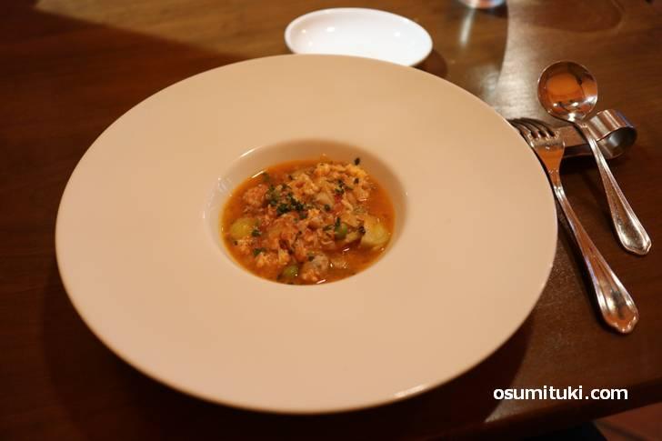 前菜もうひとつは海鮮のスープ