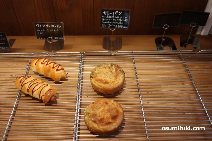 カレー屋台山ねこさんとのコラボカレーパン(200円)