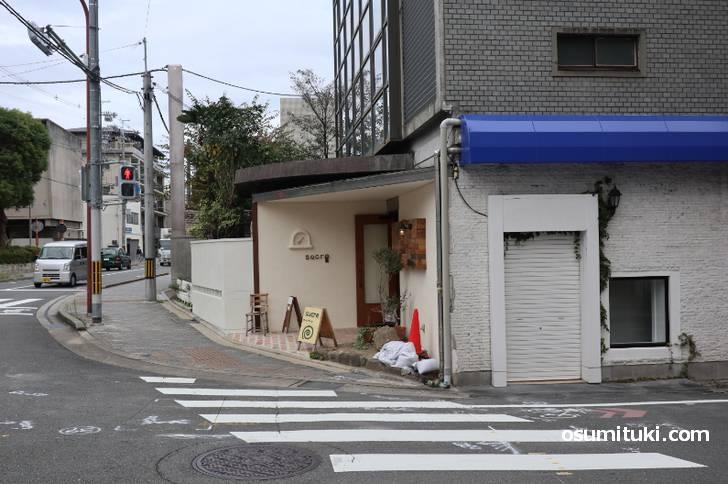 ケーキとコーヒーの店 シュクレ御所西(店舗外観写真)