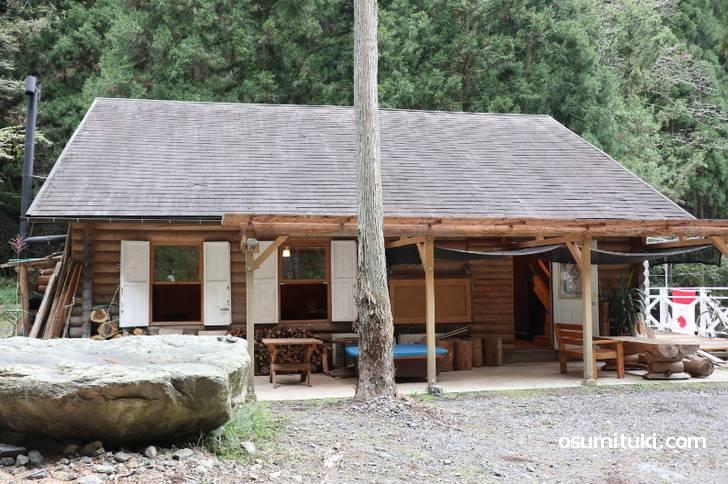 定年退職後から13年かけて作り上げた一軒のログハウスが「cafe A.Lmon」
