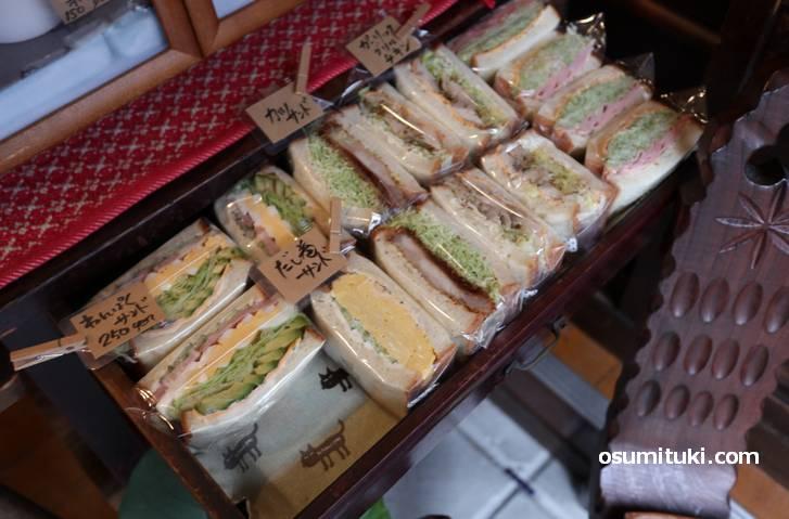 サンドイッチは250円くらい
