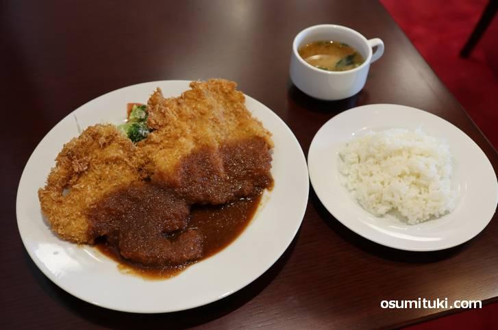 京都名物 巨大 わらじカツ を京都・東山で食べて来た
