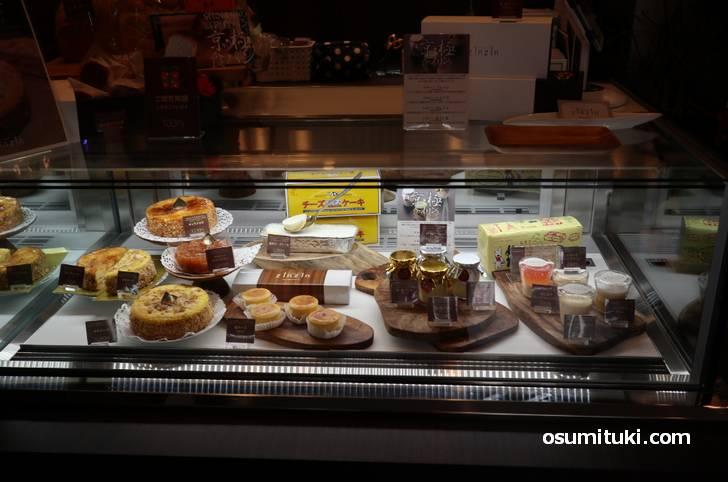 プリンも濃厚チーズケーキも販売されていました(ガスパールザンザン極)