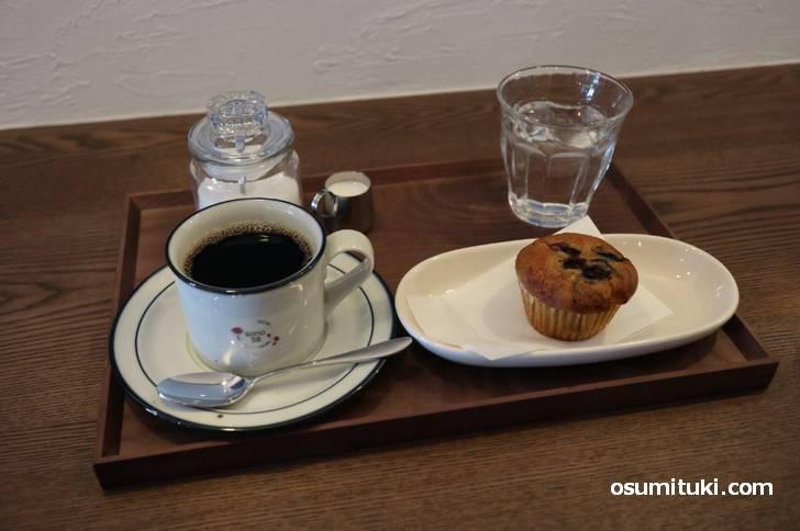 イートインでマフィンとコーヒーを飲んでみました