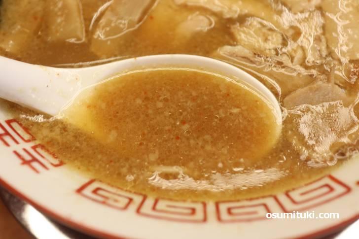 無化調のスープは香りも旨味もあり美味い